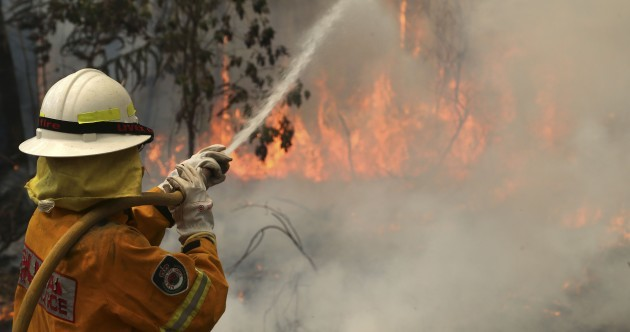 Soaring temperatures and dry winds hamper Australia firefighting effort