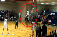 College player puts down a gravity-defying slam dunk