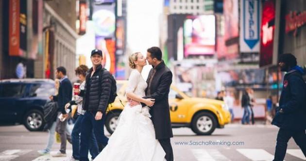 Zach Braff photobombs the best wedding photo ever