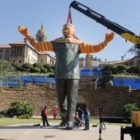 Giant statue of Nelson Mandela goes up in Pretoria