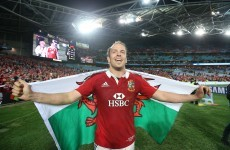 Lions lock Alun-Wyn Jones bucks trend to stay in Wales
