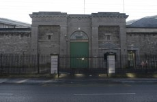 Prison officer hospitalised after handcuffed prisoner tried to escape