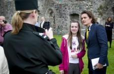 Orlando Bloom attends Irish wedding, poses for 7 gagillion selfies... it's The Dredge