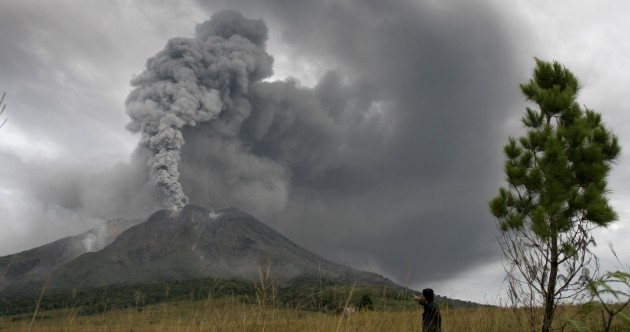 Indonesia volcano erupts again (PHOTOS)