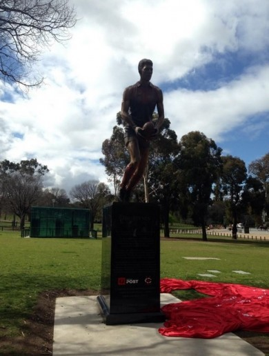 Melbourne FC unveil giant Jim Stynes statue