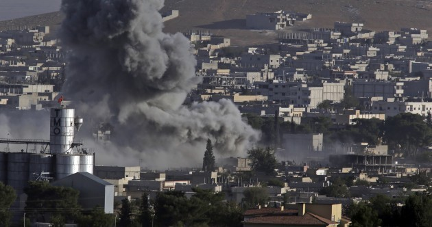 Kurds fight back as Islamic State attempts to take centre of battleground city
