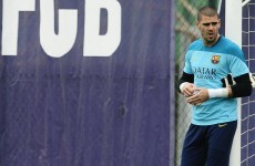 Former Barcelona goalkeeper Valdes to train with Man United