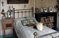 A bedroom frozen in time - the interiors of a life 100 years ago
