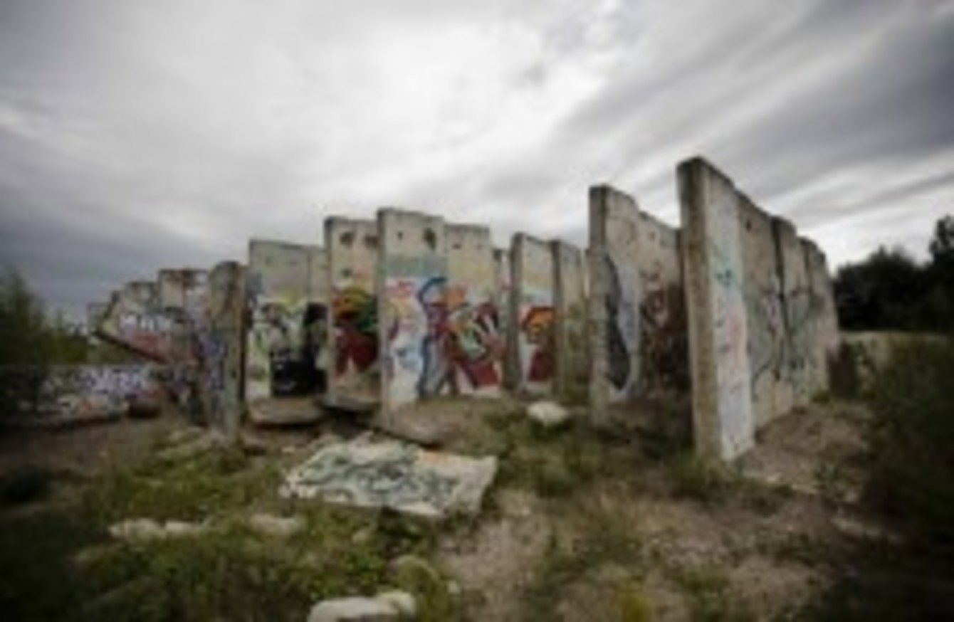 in photos 50 years of the berlin wall. Black Bedroom Furniture Sets. Home Design Ideas