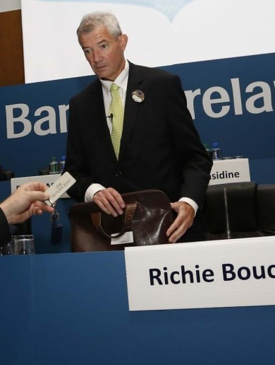 "Brian O'Donnell hands ""The Bloody Keys"" of Gorse Hill to Bank of Ireland boss"
