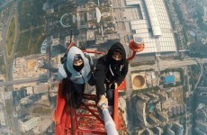 Crazy people climb to the top of the world's tallest construction site without safety ropes