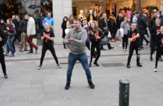 A Dublin man proposed to his girlfriend with a big flash mob on Grafton Street