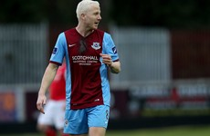 A former Premier League player is staying with Drogheda in Division One next season