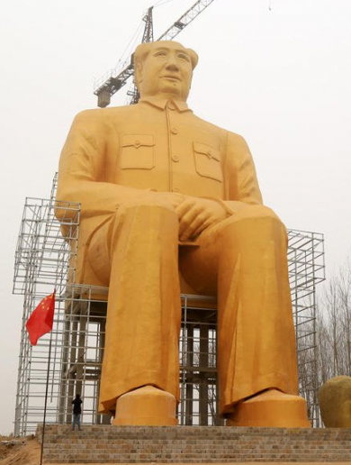 This gargantuan gold statue of Chairman Mao would fit a bus in its pocket