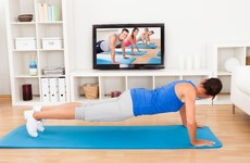 7 exercises for 7 minutes – the workout you can do in your own living room