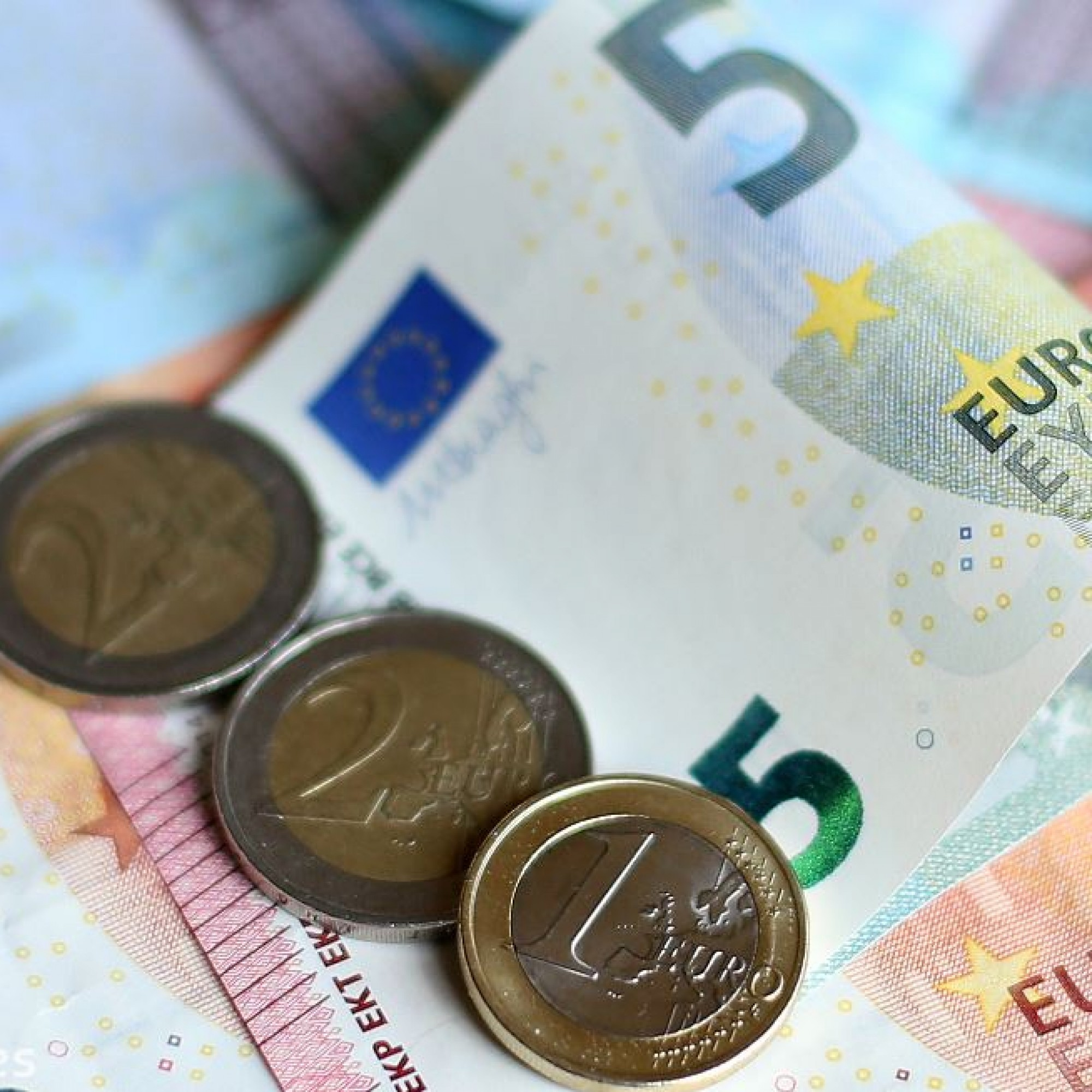 What will influence voters? The economy, health service reform and water charges
