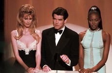 41 glorious Oscars red carpet photos from the 1990s