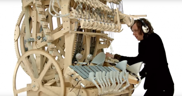 Take a break and watch this machine play music with 2,000 marbles