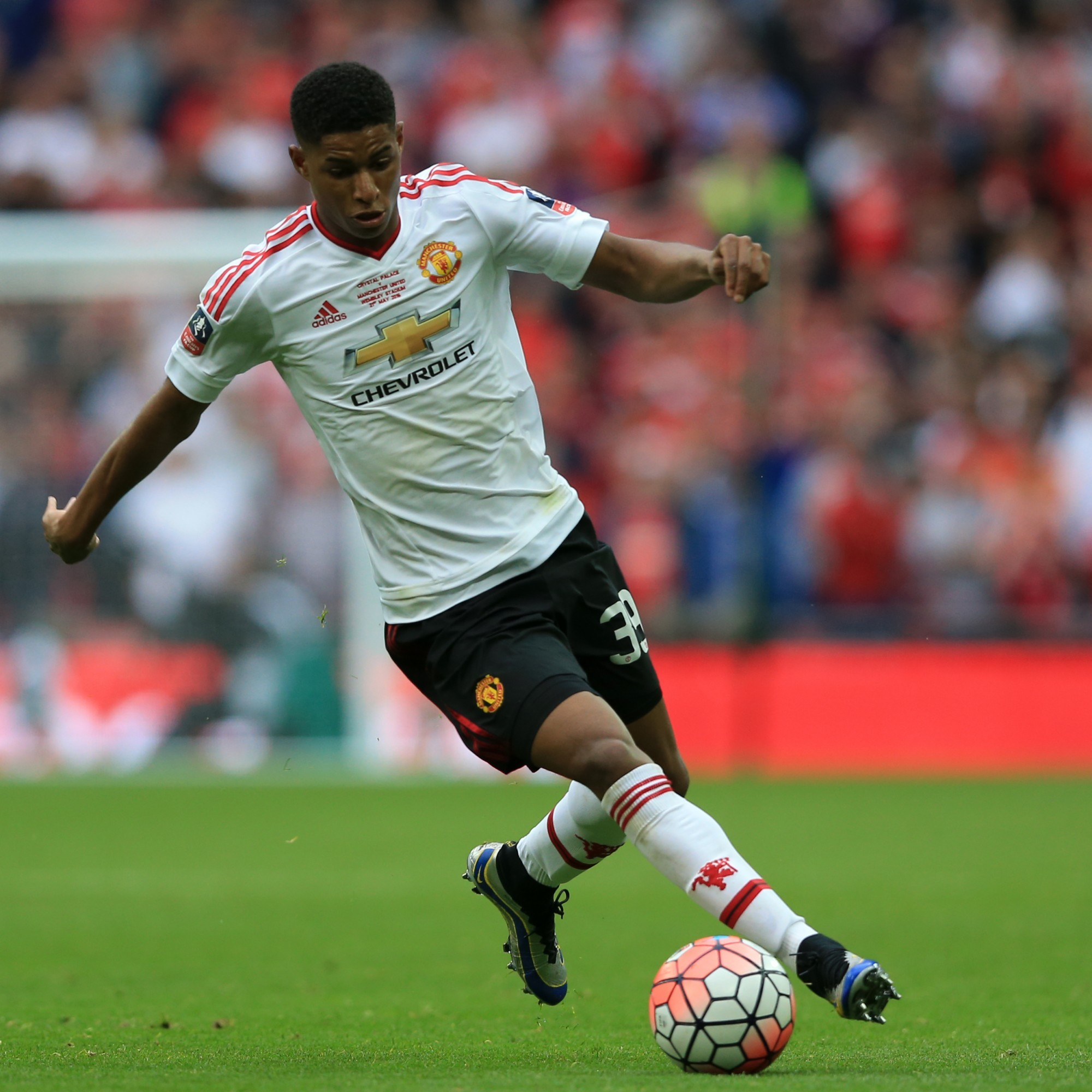 Rashford to get serious pay rise after agreeing new United deal