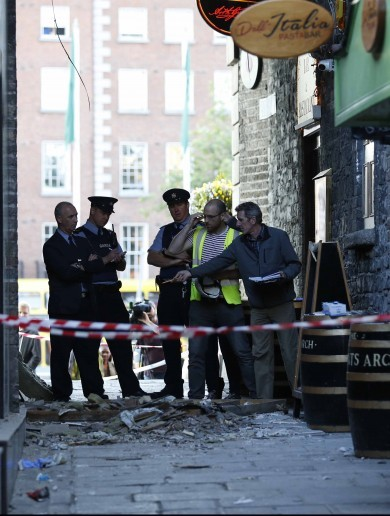 People injured after partial roof collapse of archway at Temple Bar