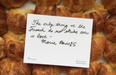 French people handed out love letters in London to persuade Britain to stay in the EU