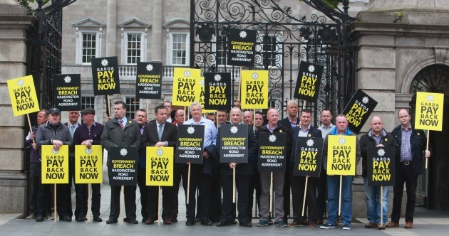 'Morale is non-existent': Gardaí stage protest over pay at Dáil gates