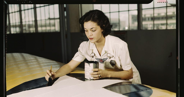 Working women, young soldiers and chemical warfare: A glimpse at World War II in colour