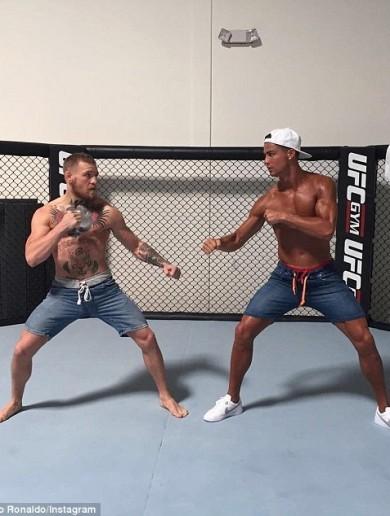 Cristiano Ronaldo joins Conor McGregor at Las Vegas training camp ahead of UFC 202