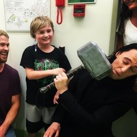 Tom Hiddleston and Chris Hemsworth visited a children's hospital in character... it's the Dredge