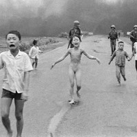 Facebook does u-turn on censoring 'napalm girl' photo