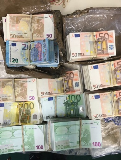Gardaí seize almost €200,000 in cash as part of investigation into organised crime in Meath