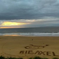 Another wonderful tribute to Anthony Foley appeared on Ballybunion beach