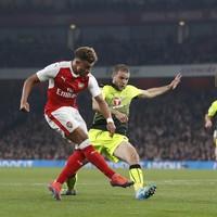 Oxlade-Chamberlain brace sends Arsenal through while Newcastle hit Preston for six