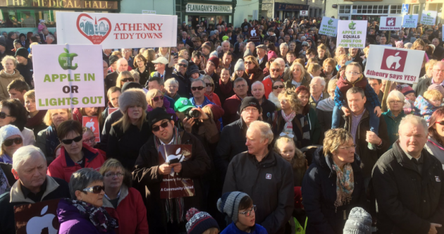 """Apple in or lights out"": Hundreds turn out for pro-Apple rally in Galway"