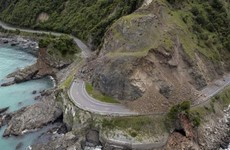 Up to 100,000 landslides in New Zealand as rescuers airlift stranded tourists
