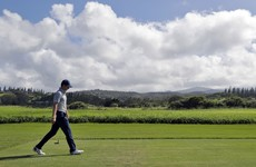 Walker leads by two after opening round in Hawaii