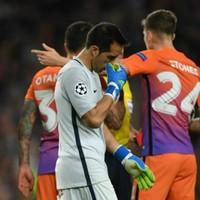Bravo needs psychological help, says former Man City keeper