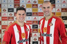 Ireland midfielder Gibson reunited with Moyes after joining Sunderland