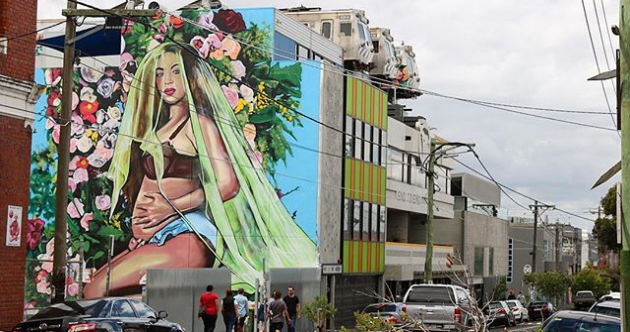 A MASSIVE mural of Beyoncé's pregnancy portrait has been gifted to us all