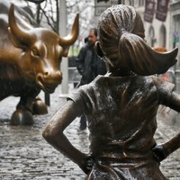 'Fearless Girl' to continue staring down the Wall Street bull until 2018