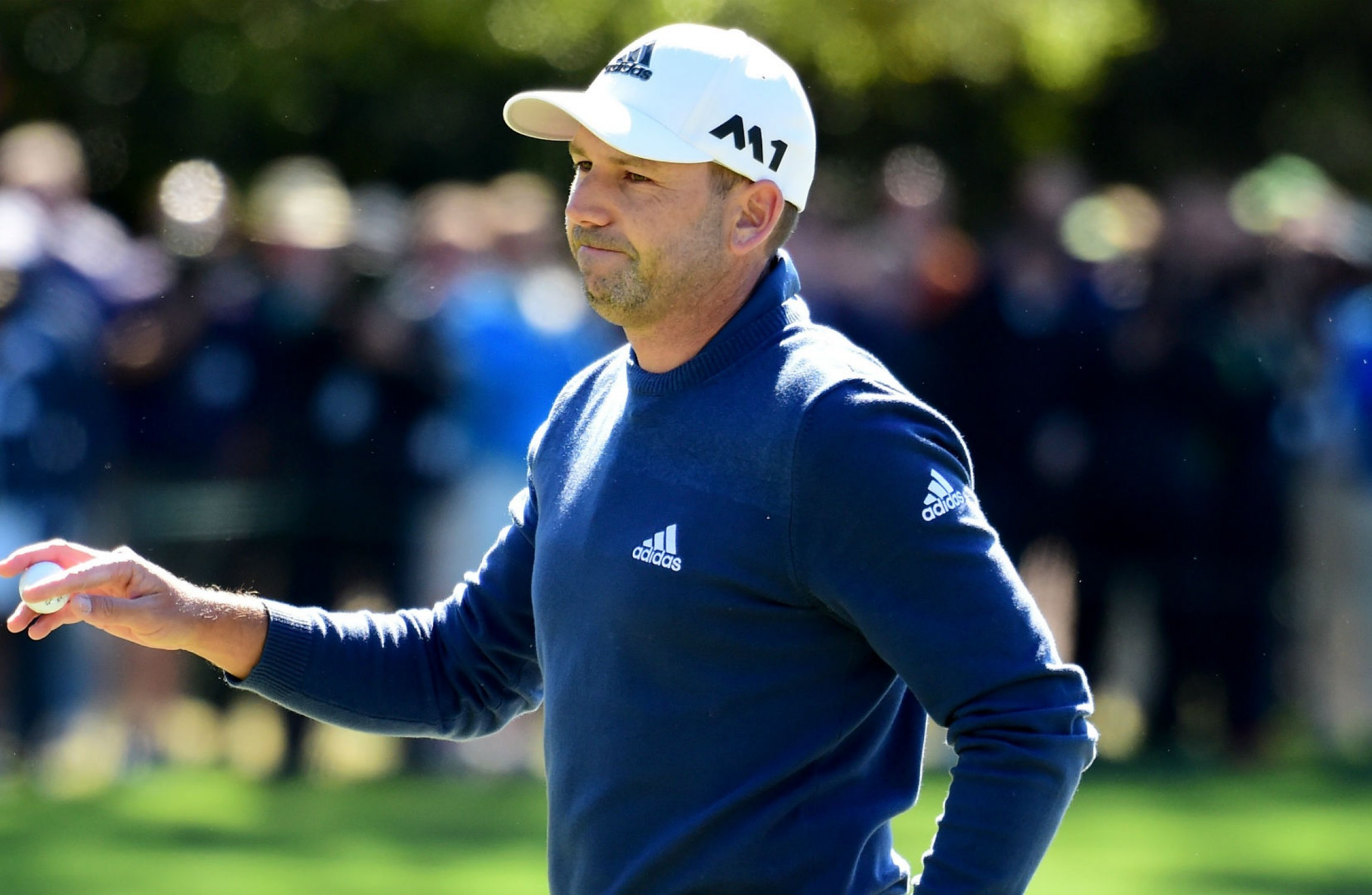 WRAPUP 1-Golf-Garcia grabs share of Masters lead, Couples three back