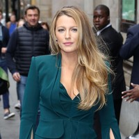 Blake Lively ate the head off a reporter who tried to ask her about her 'power outfit'