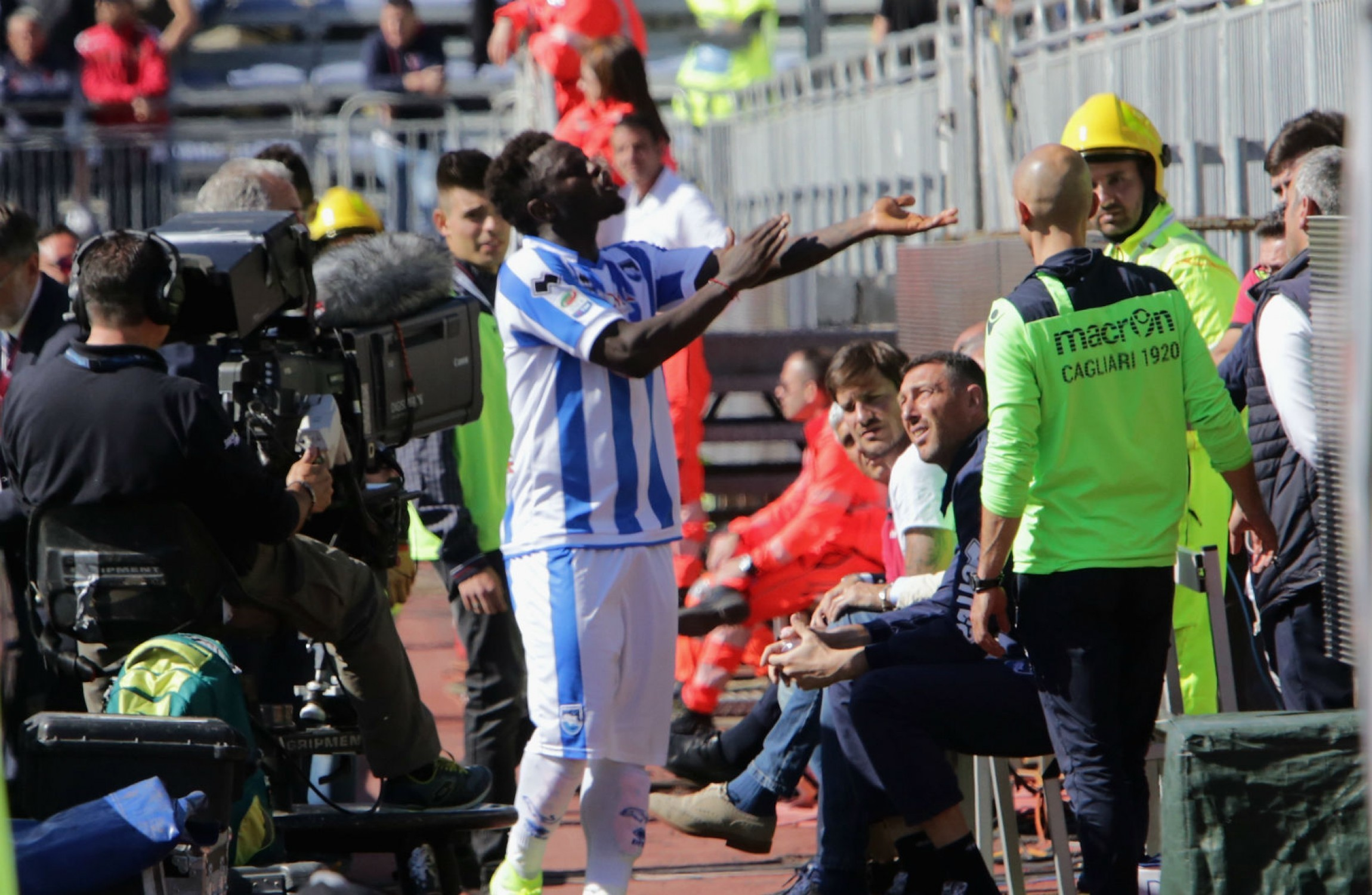 Sulley Muntari ban for racism protest overturned by Italian FA