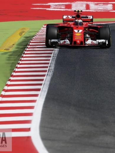 Lewis Hamilton takes Spanish GP pole