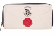 Harry Potter fans have gone stone mad for this (amazing) Hogwarts letter purse