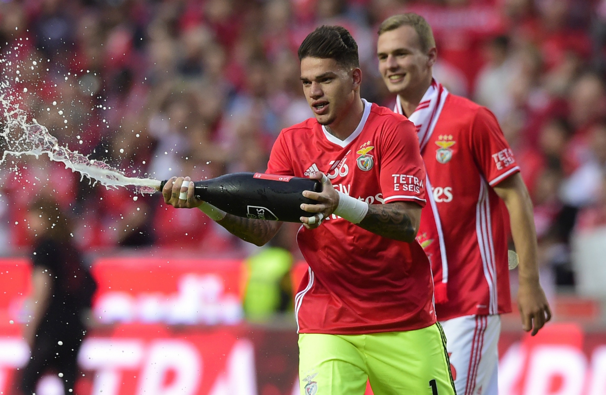 Benfica say goalkeeper Ederson to join Manchester City