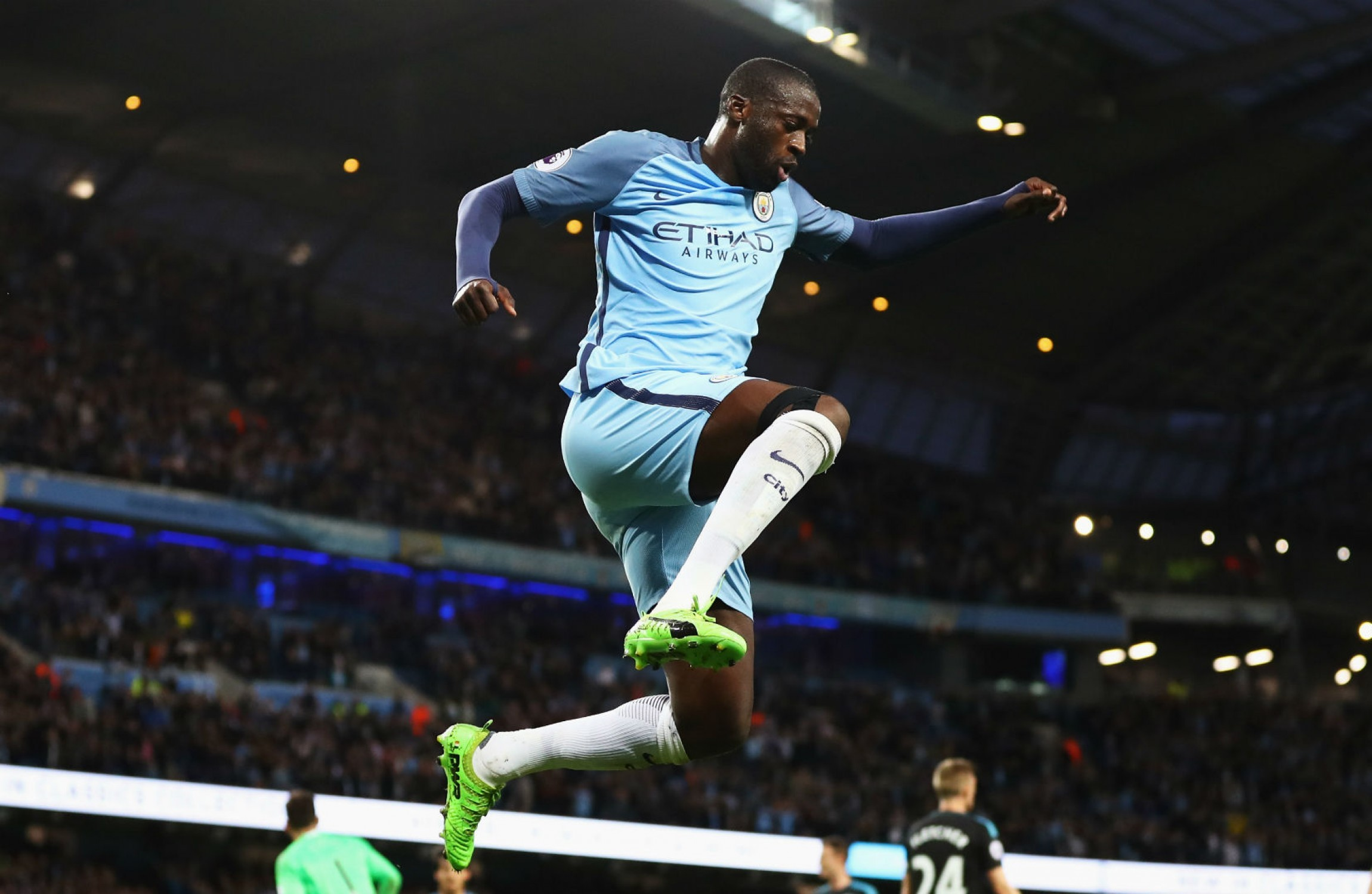 Going nowhere Yaya Toure extends Manchester City stay · The42