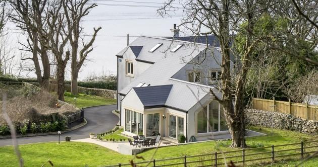 This ultra-modern Sligo retreat looks out onto a seal sanctuary