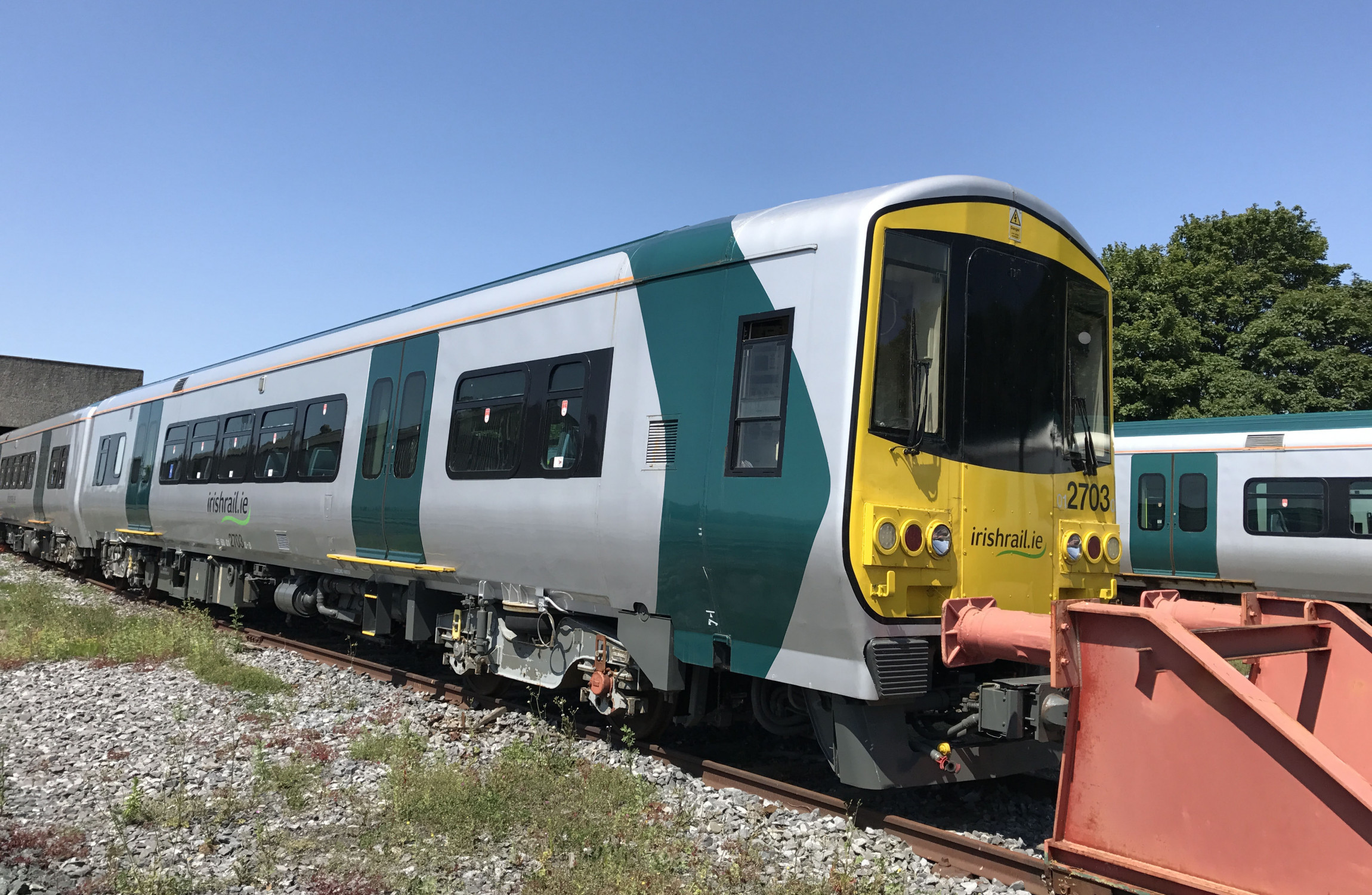irish rail is fixing up 28 train carriages to get them back in service