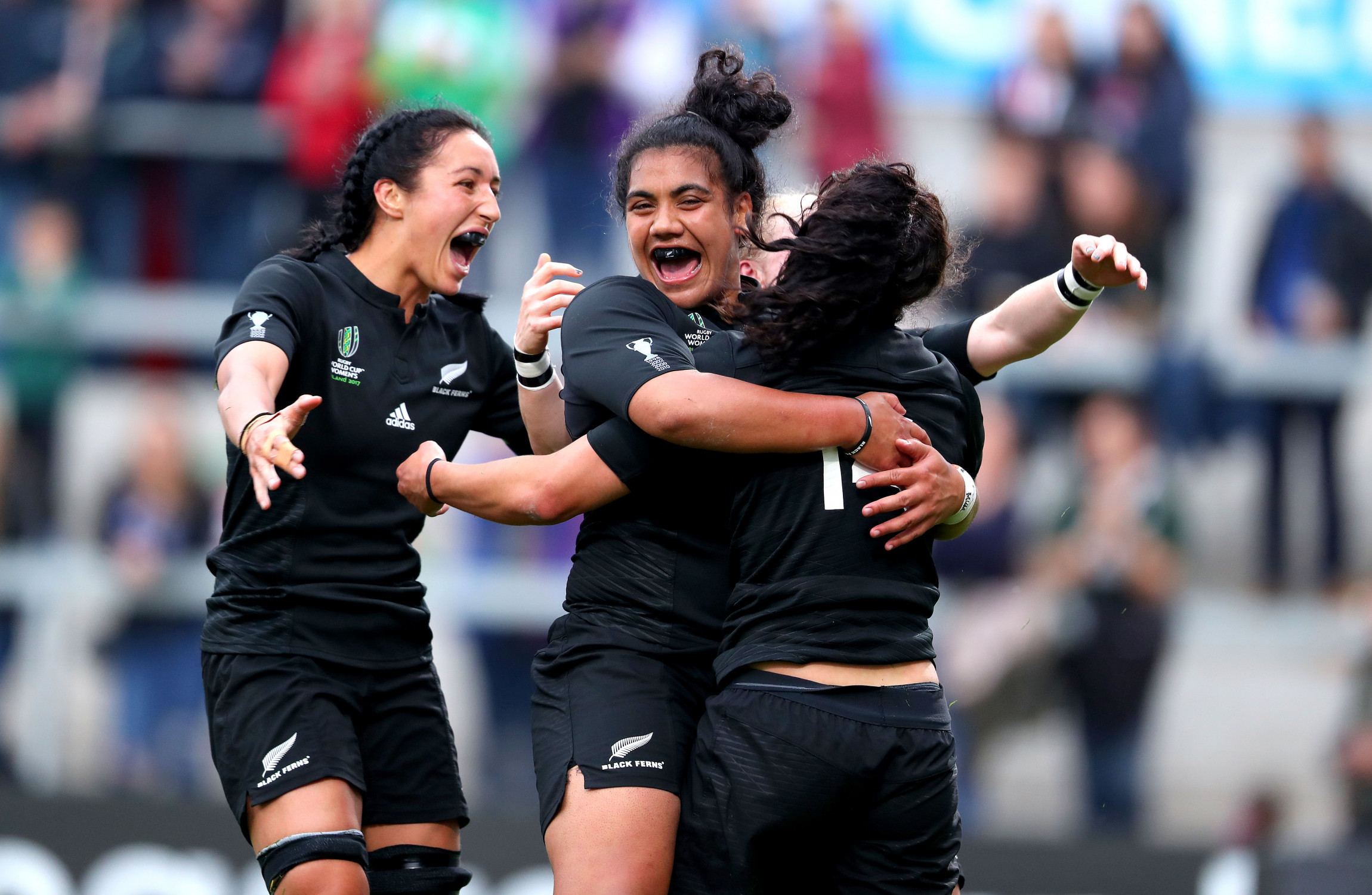 Black Ferns set up England showdown